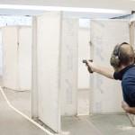 практическая-стрельба-из-пистолета-сильной-рукой1